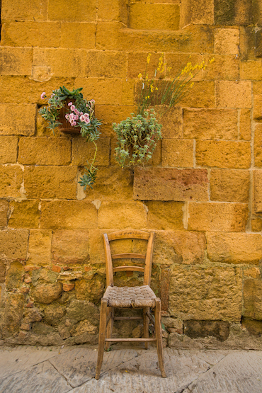Tuscany.chair.flowers